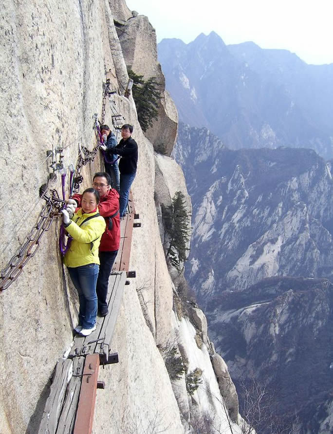 Fuente: http://whenonearth.net/wp-content/uploads/2013/11/mt-huashan-death-trail-woe4.jpg